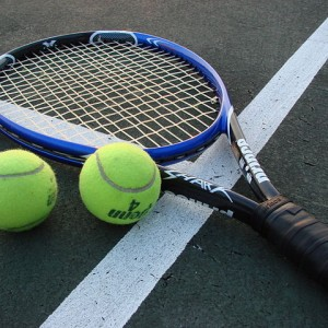 640px-Tennis_Racket_and_Balls